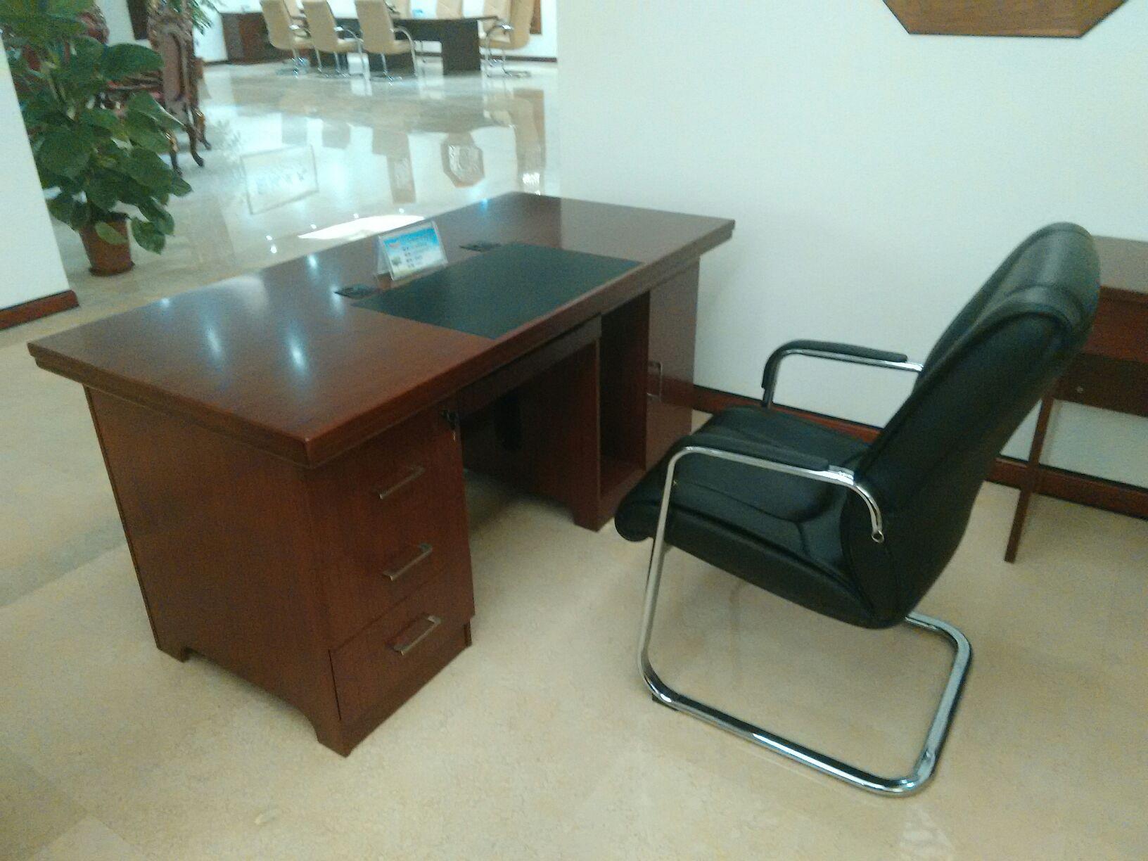 办公桌批发高档办公家具实木职员办公桌