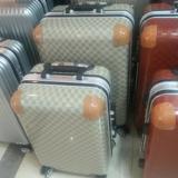 2017爆款时尚潮流新款万向轮行李登机箱铝框包角拉链箱一件代发