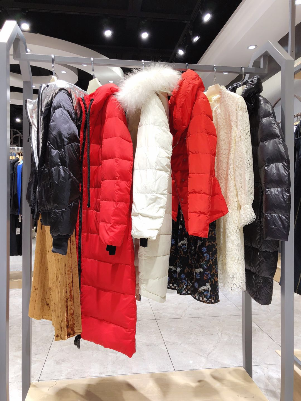 依目了然品牌折扣女装18冬装剪标羽绒服货源走份批发