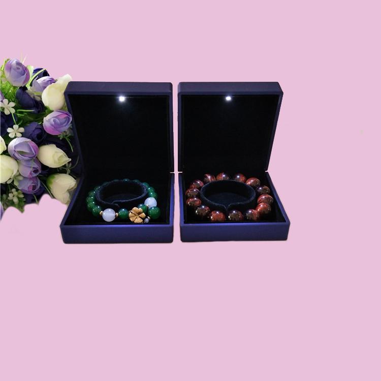 厂家直销木质喷油手镯盒带LED射灯手链手镯包装盒翻盖珠宝首饰盒可定制  手镯手链包装盒