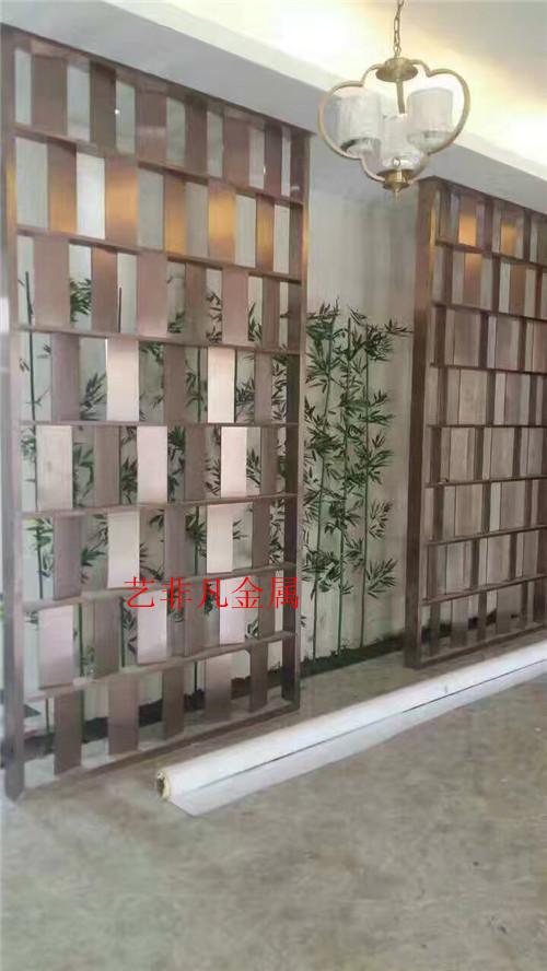 济南正在生产孤形玫瑰红铝制屏风 厂家定制铝雕屏风