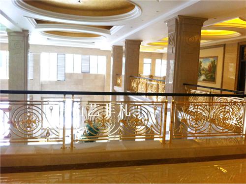 海宁铝艺护栏供应,楼梯铝艺护栏,楼梯雕花板整体护栏以优质的耐磨铝板