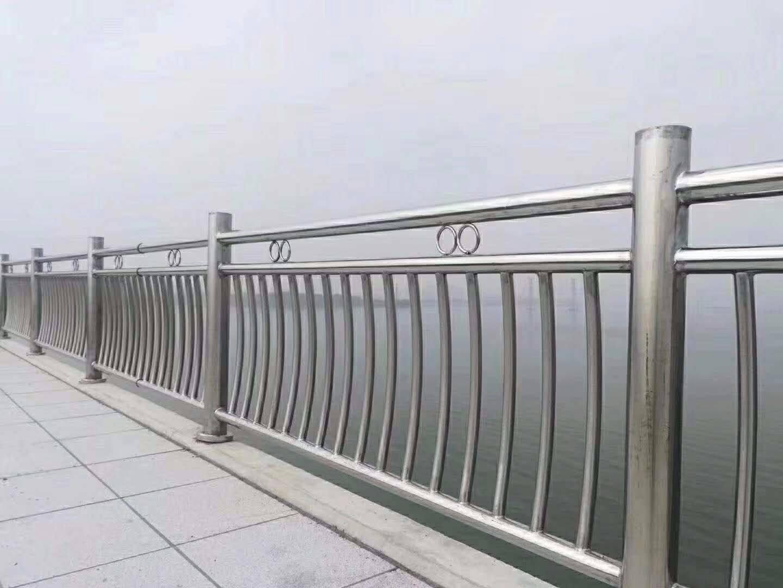 Q235钢板桥梁立柱喷塑公司 山东不锈钢桥梁立柱报价 山东不锈钢桥梁立柱批发