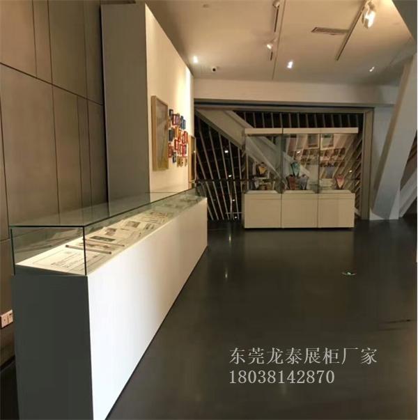 丝巾收藏品展览展示柜白色烤漆文物展柜定制厂家古画展厅设计加工