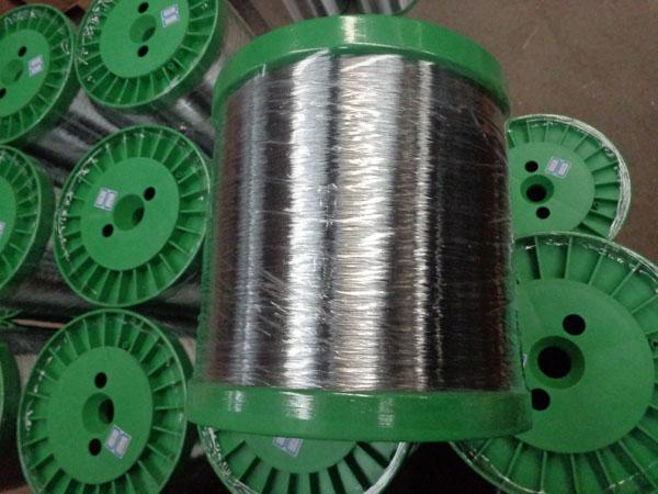 0.22镀锌铁丝出口西非生产网球0.22镀锌铁丝出口西非生产镀锌网球 0.22镀锌铁丝出口用