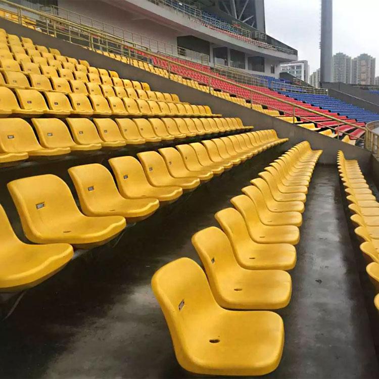 成都亿洲户外体育场馆看台座椅 中空吹塑塑料椅子 塑胶椅子厂家现货供应观众席看台排椅
