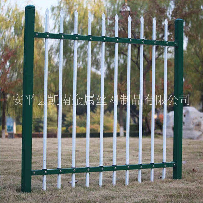 定制小区道路锌钢护栏铁艺围栏别墅庭院围墙护栏建筑锌钢护栏